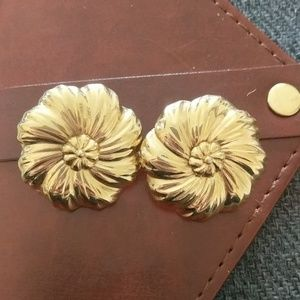 Vintage gold flower clip on earrings